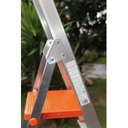 Escalera aluminio plegable. Detalle lateral
