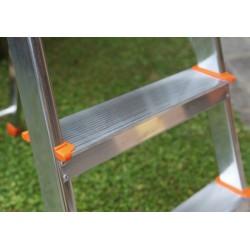 Escalera aluminio tijera barata. Peldaño