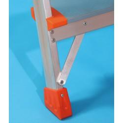 Escalera aluminio plegable peldaño.  Taco de goma.