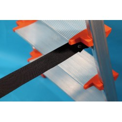 Escalera aluminio plegable peldaño.  Seguridad Faraone