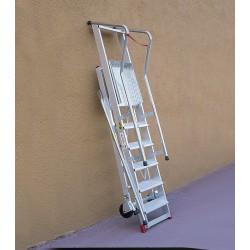 Escalera aluminio plataforma parte posterior recta. Vista plegada.